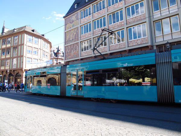 德國法蘭克福景點│Frankfurt 地鐵體驗與和河岸散步