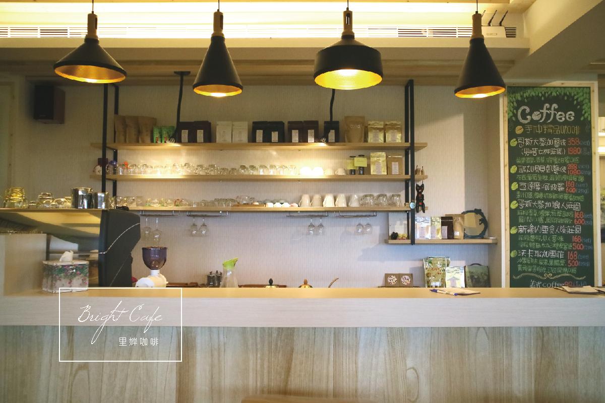 雲林斗六咖啡館|里婩咖啡 在頂樓遠眺市區風景