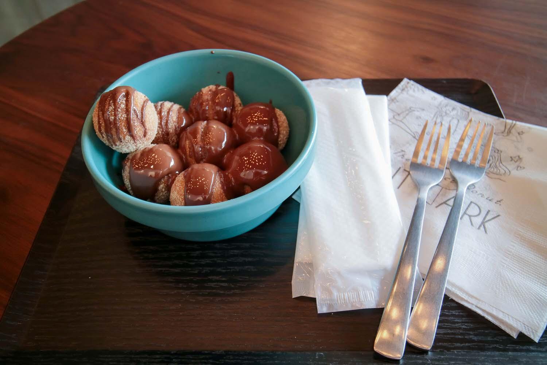 沖繩美食甜點|BALL DONUT PARK 國際通巷弄裡的超可愛球型甜甜圈