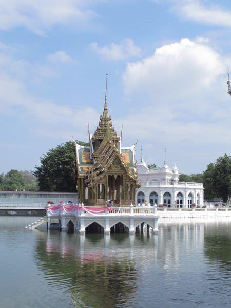 曼谷景點》大城一日遊 - 五世皇邦芭茵夏宮、瓦特瑪哈泰寺、臥佛、大城水上市場、大城夜市以及變裝行程