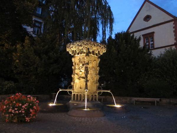 德國景點》Bernkatel-Kues - 葡萄酒小鎮的黑夜與白晝